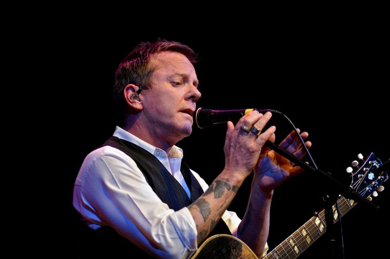 Kiefer Sutherland Singing